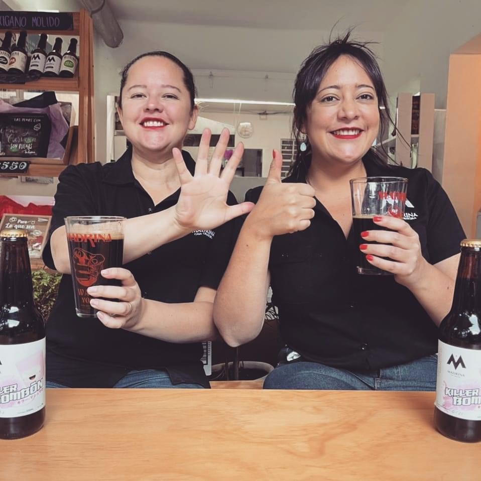 Mujeres en la cerveza